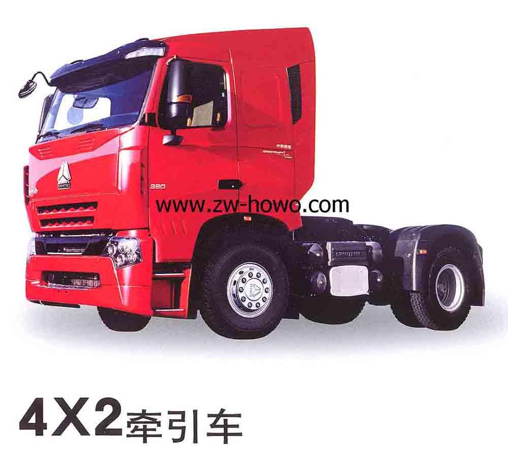 HOWOA7系列是中国重汽倾其多年的重卡研发经验积累铸就而成的中国自主品牌高端重卡。客户价值最大化和让世界认识中国重卡实力的理念始终贯穿全过程,现将其特点简述如下: 驾驶室造型威猛,独树一帜,颇具男子汉气慨,具有五种驾驶室形态,树产中国重卡形象。 具备世界顶级重卡所具备的主、被动安全性。驾驶室碰撞指标按瑞典标准,转向柱能碰撞变形吸能;盘式制动强大的电子化管理系统等配置支撑起驾乘人员的安全保障。 国重汽集团公司在国产TGA整车产品上,采用了稳扎稳打的战略,并没有急于以SKD的方式生